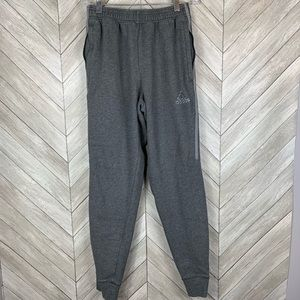 Gray sweatpants joggers with pockets.